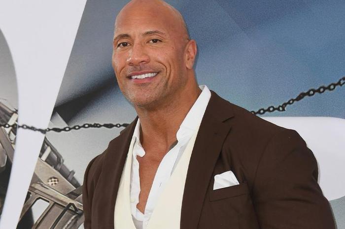 Các huyền thoại cơ bắp đình đám Hollywood: Tom Cruise, The Rock có ngang tầm Arnold Schwarzenegger? ảnh 10