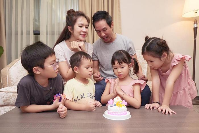 Vợ chồng Lý Hải tổ chức sinh nhật đơn giản và ấm cúng tại nhà riêng cho con gái 5 tuổi