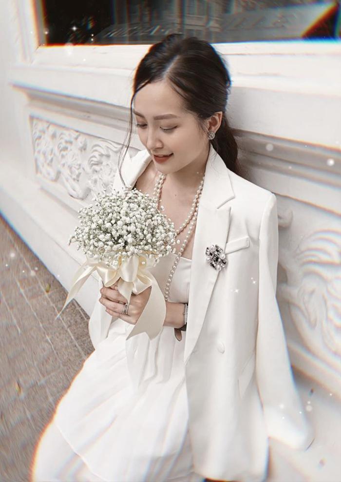 Trước đó, 9X khoe ảnh kỷ niệm 3 năm yêu và được bạn trai Tuấn Anh ngỏ lời cầu hôn.