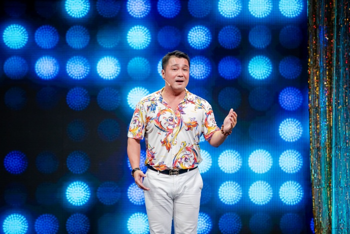 Không chỉ giỏi diễn xuất, Lý Hùng còn biết hát và khiêu vũ