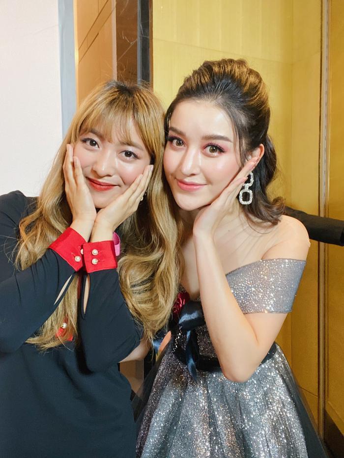 Huyền My lộng lẫy tựa công chúa, 'đọ sắc' cùng nữ idol Kpop Luna f(x)