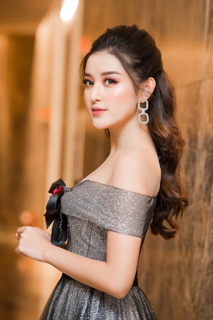 Huyền My lộng lẫy tựa công chúa, 'đọ sắc' một chín một mười bên mỹ nữ Kpop Luna f(x) ảnh 1