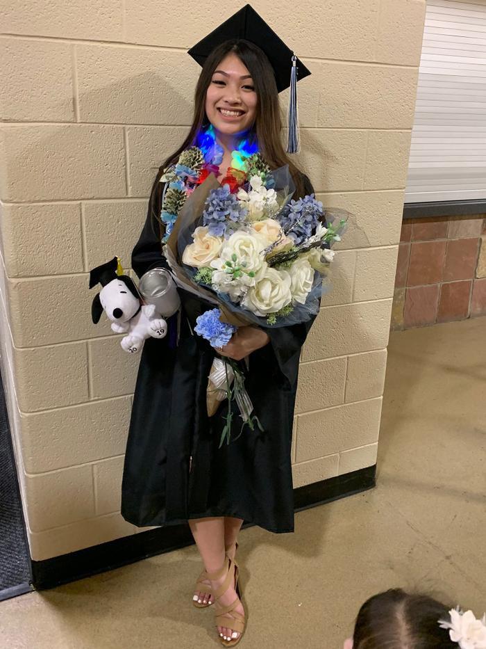 Sau khi tốt nghiệp trung học, Emmalyn Nguyễn đã chọn Phòng Phẫu thuật thẩm mỹ Colorado để cải thiện diện mạo