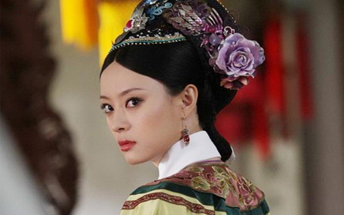 Tôn Lệ có diễn xuất xuất sắc bên truyền hình nhưng cô lại mờ nhạt bên điện ảnh.