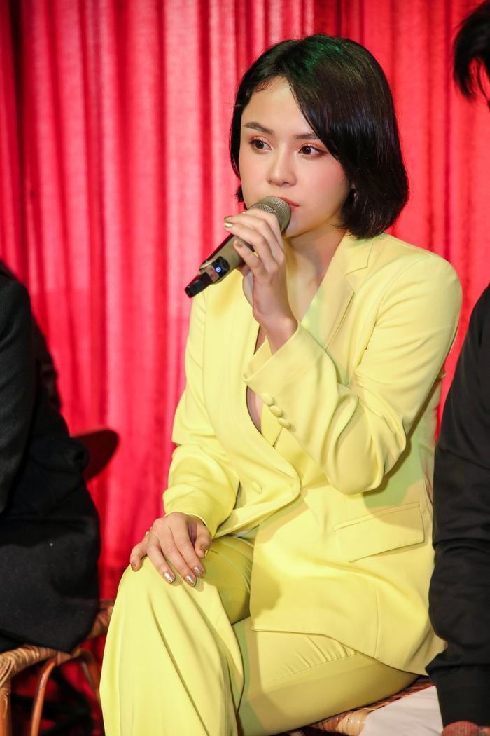 Thái Trinh trong buổi họp báo.