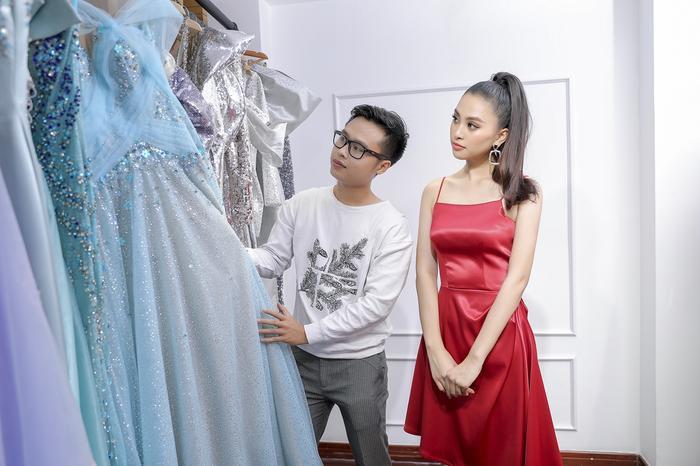 NTK Nguyễn Minh Tuấn lựa chọn trang phục phù hợp cho Hoa hậu Tiểu Vy
