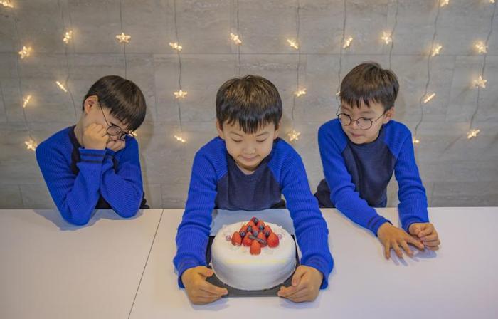 Trọn bộ ảnh Giáng sinh 2019 siêu đáng yêu của Daehan, Minguk và Manse ảnh 8