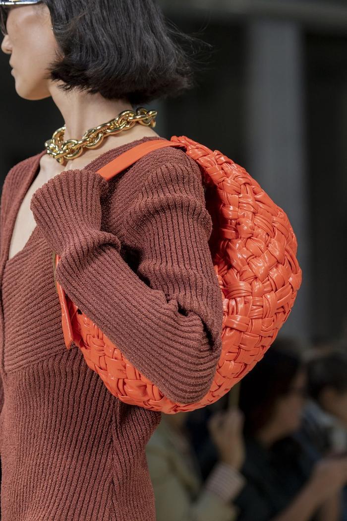 12 xu hướng túi xách mới lạ sẽ thống trị street style năm 2020 ảnh 3