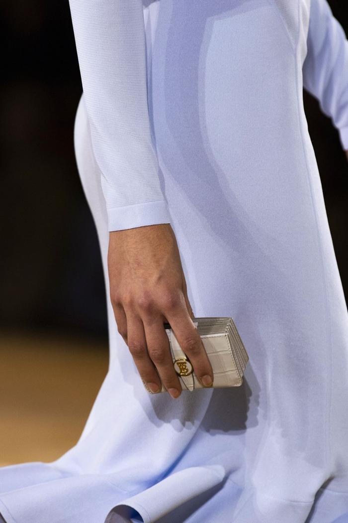 12 xu hướng túi xách mới lạ sẽ thống trị street style năm 2020 ảnh 14