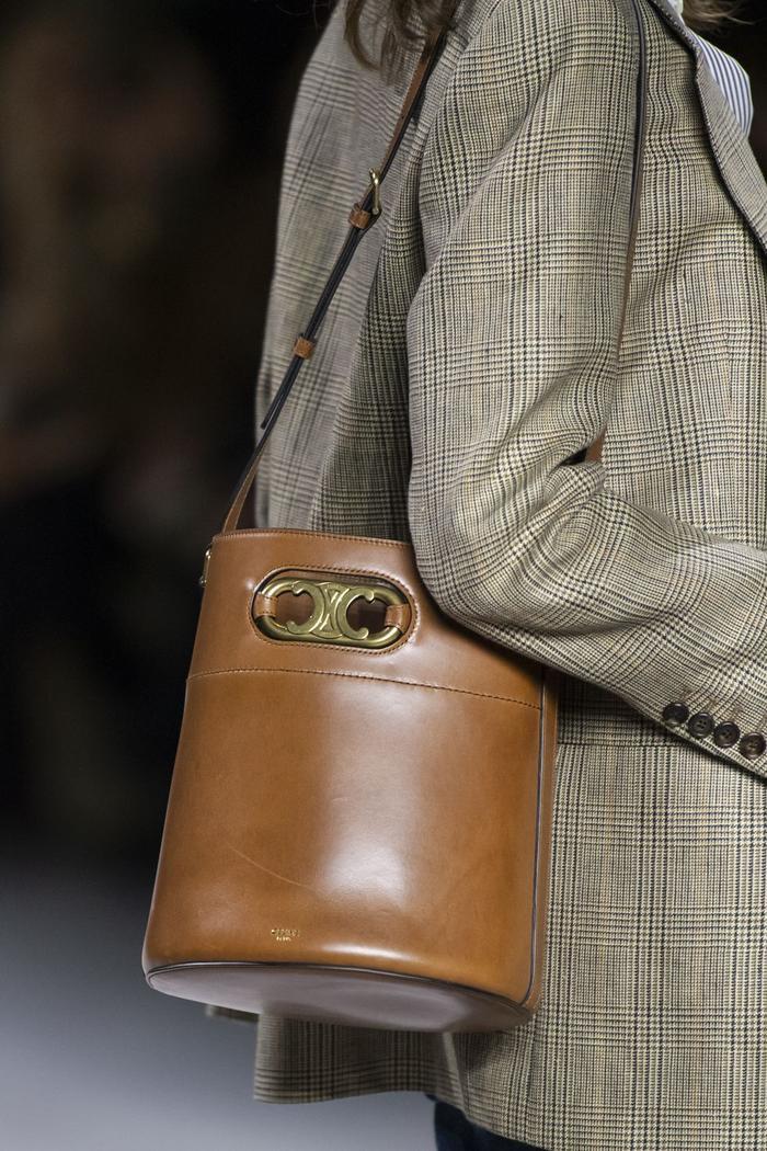 12 xu hướng túi xách mới lạ sẽ thống trị street style năm 2020 ảnh 22