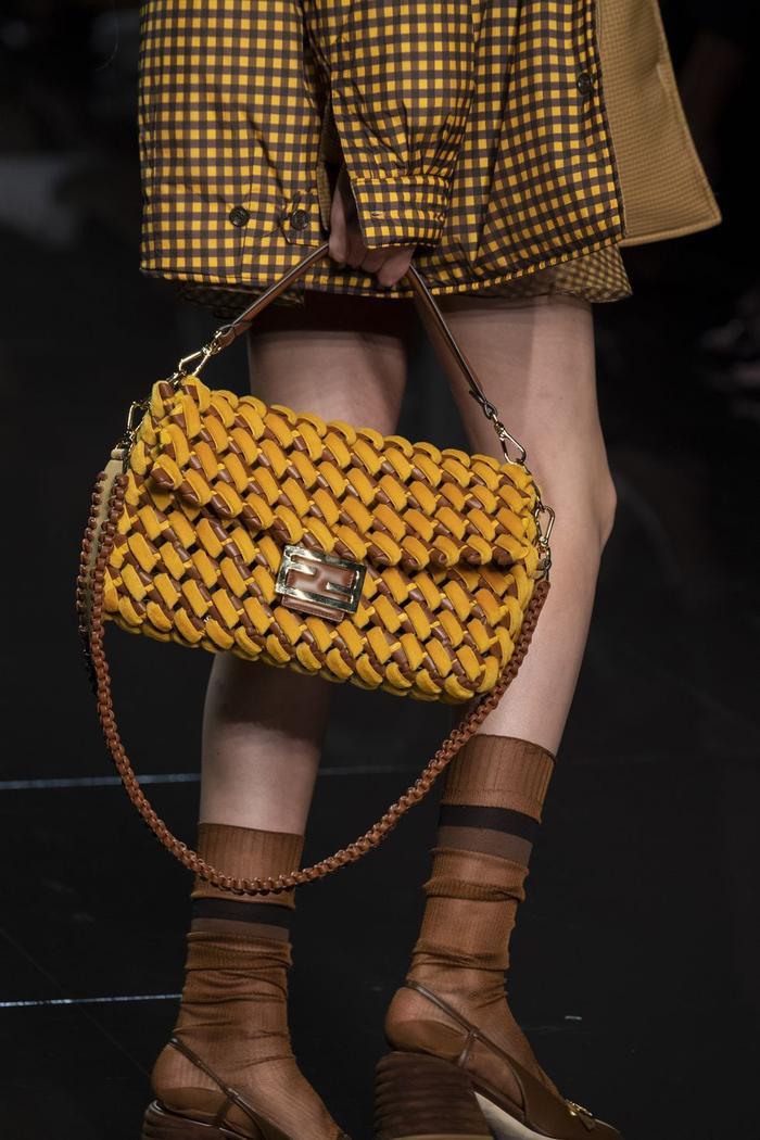 12 xu hướng túi xách mới lạ sẽ thống trị street style năm 2020 ảnh 4