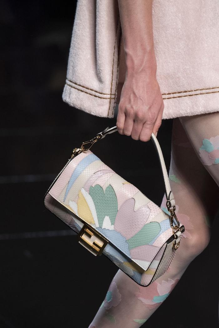 12 xu hướng túi xách mới lạ sẽ thống trị street style năm 2020 ảnh 29