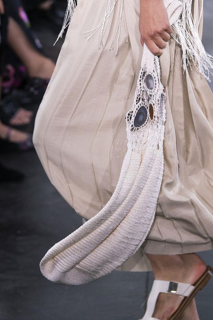 12 xu hướng túi xách mới lạ sẽ thống trị street style năm 2020 ảnh 19