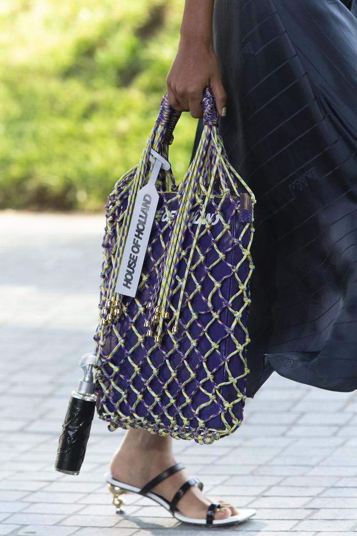 12 xu hướng túi xách mới lạ sẽ thống trị street style năm 2020 ảnh 23