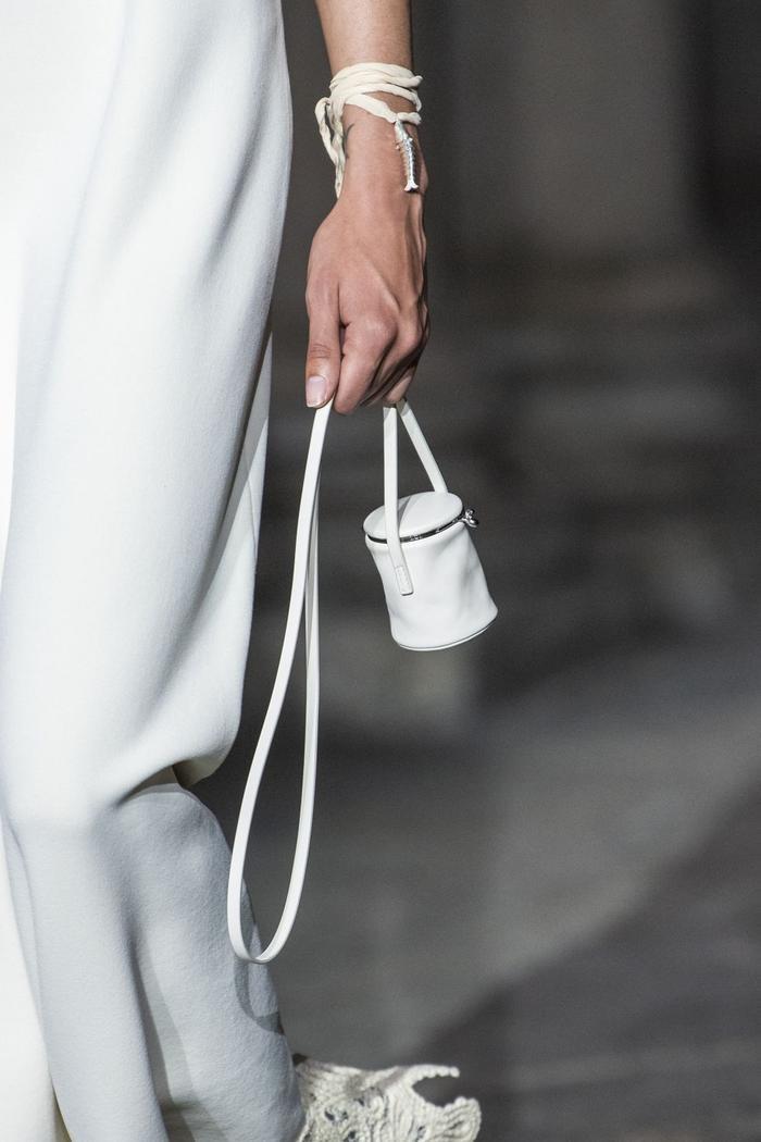 12 xu hướng túi xách mới lạ sẽ thống trị street style năm 2020 ảnh 15