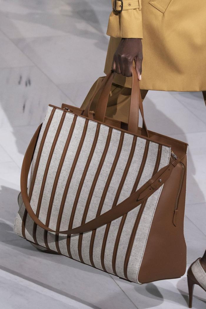 12 xu hướng túi xách mới lạ sẽ thống trị street style năm 2020 ảnh 1