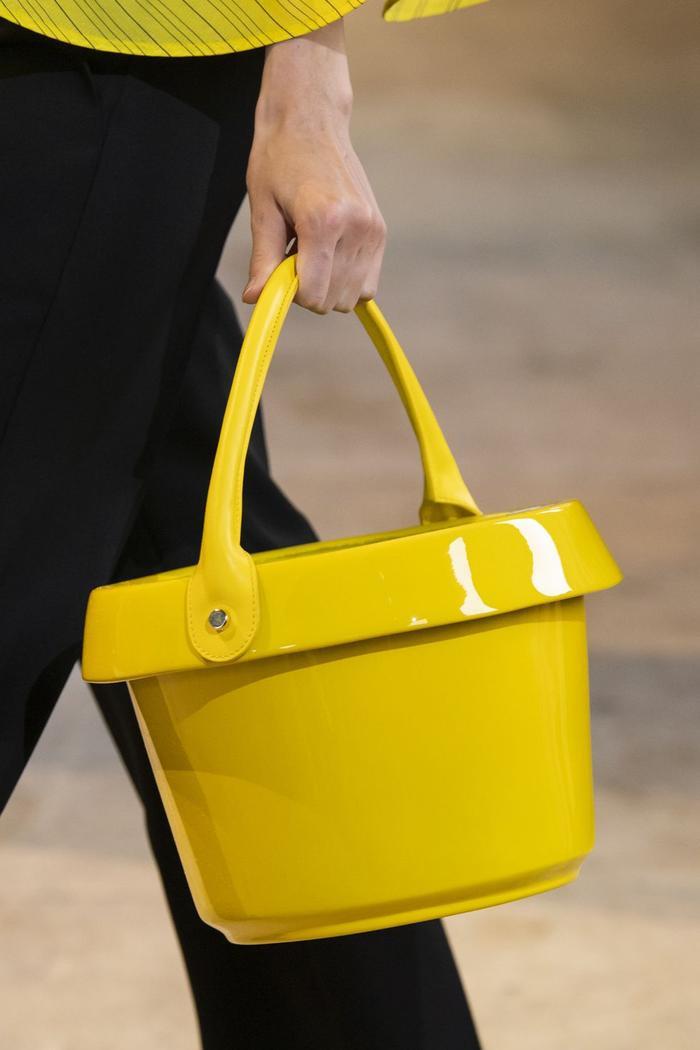 12 xu hướng túi xách mới lạ sẽ thống trị street style năm 2020 ảnh 21