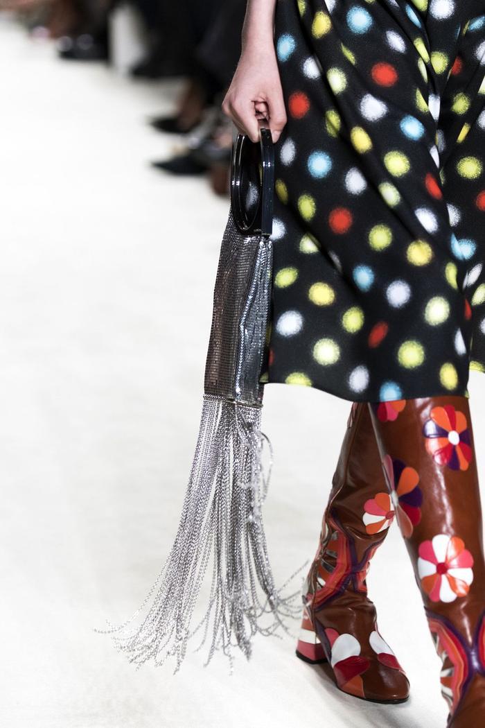 12 xu hướng túi xách mới lạ sẽ thống trị street style năm 2020 ảnh 9