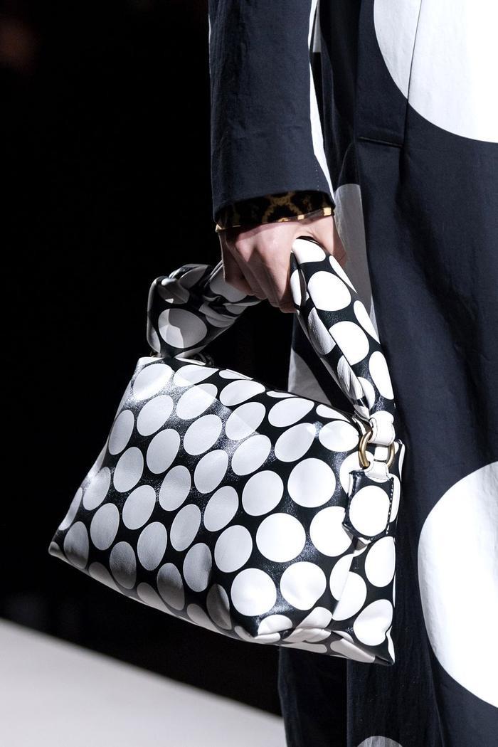 12 xu hướng túi xách mới lạ sẽ thống trị street style năm 2020 ảnh 34
