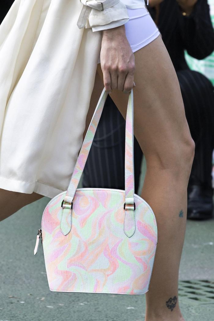 12 xu hướng túi xách mới lạ sẽ thống trị street style năm 2020 ảnh 30
