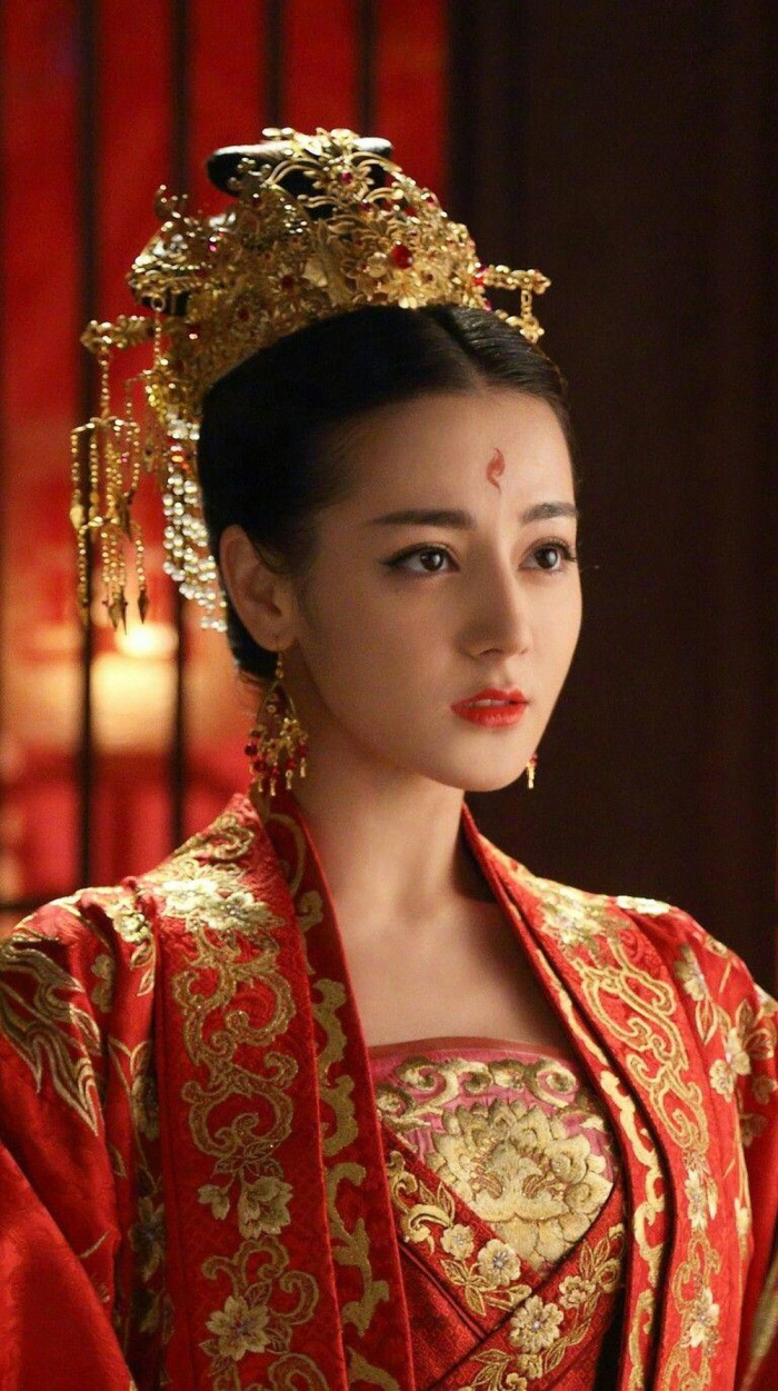 Mỹ nhân Hoa ngữ và màu đỏ vương quyền trong các bộ phim truyền hình ảnh 11