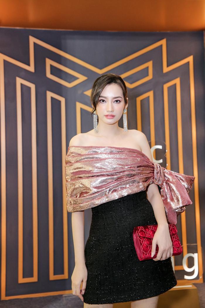 Sơn Tùng xuất hiện cực chất, Khánh Vân, Kim Duyên,Thúy Vân diện đồng điệu đi xem triển lãm thời trang ảnh 7