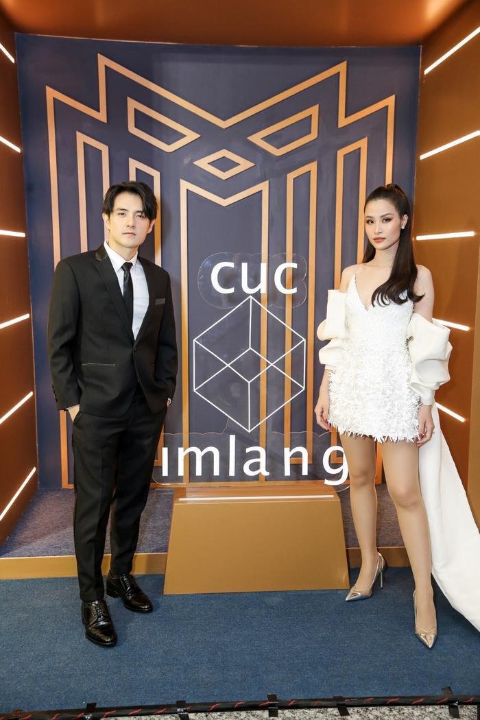 Sơn Tùng xuất hiện cực chất, Khánh Vân, Kim Duyên,Thúy Vân diện đồng điệu đi xem triển lãm thời trang ảnh 6