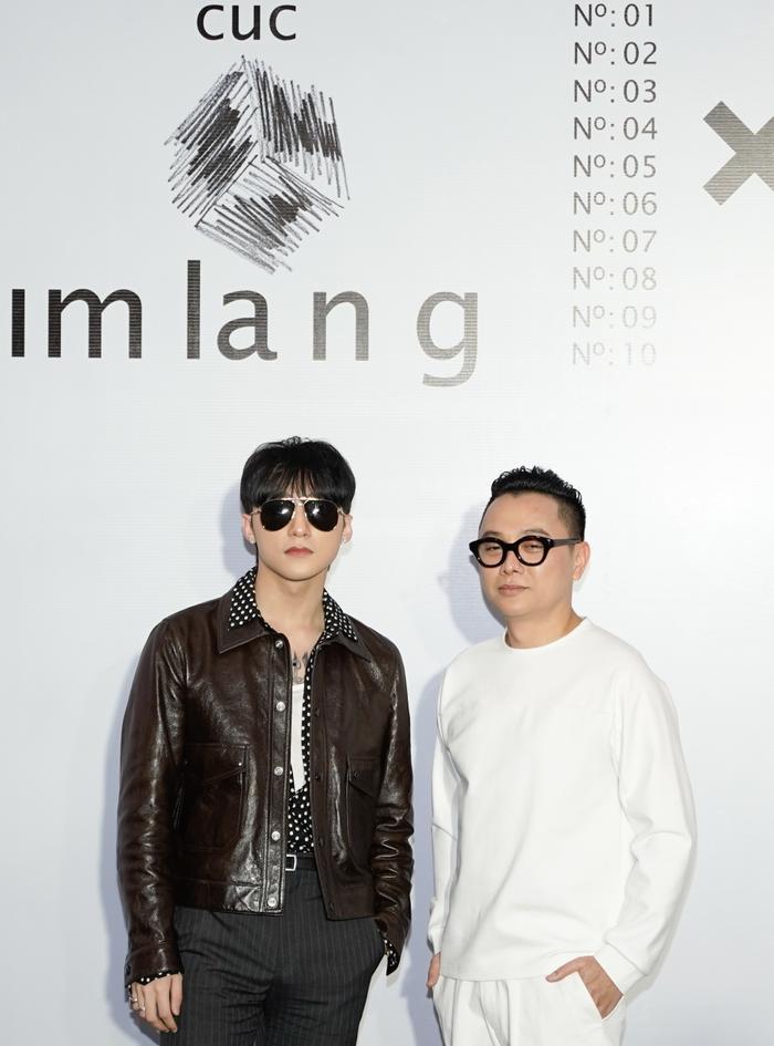 Sơn Tùng xuất hiện cực chất, Khánh Vân, Kim Duyên,Thúy Vân diện đồng điệu đi xem triển lãm thời trang ảnh 3