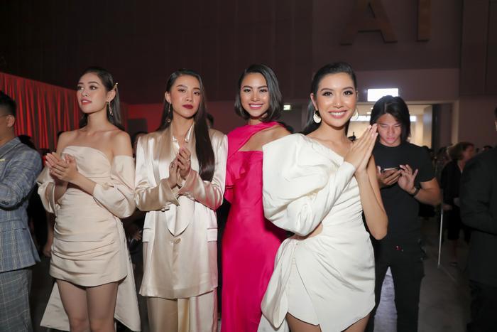 Sơn Tùng xuất hiện cực chất, Khánh Vân, Kim Duyên,Thúy Vân diện đồng điệu đi xem triển lãm thời trang ảnh 5