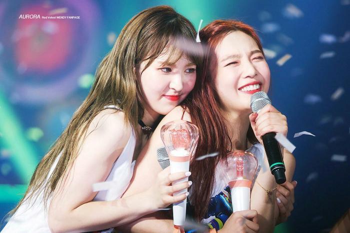 Wendy và Joy.