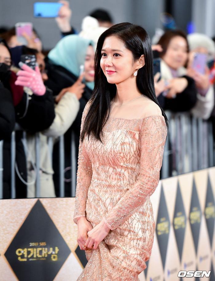 Jang Nara  Kim Nam Gil chạm mặt tại SBS Drama Awards 2019 sau tin đồn kết hôn: Đẹp đôi đến lạ! ảnh 11