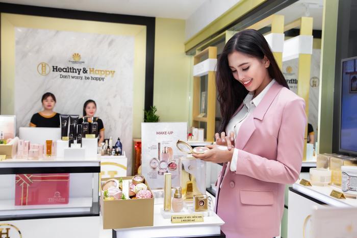 Tiểu Vy lựa chọn bộ sản phẩm Makeup từ thương hiệu Thalissi.