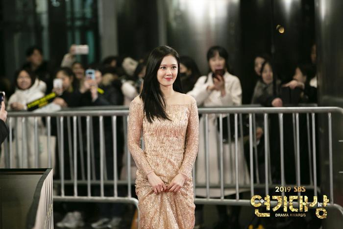 Jang Nara  Kim Nam Gil chạm mặt tại SBS Drama Awards 2019 sau tin đồn kết hôn: Đẹp đôi đến lạ! ảnh 8