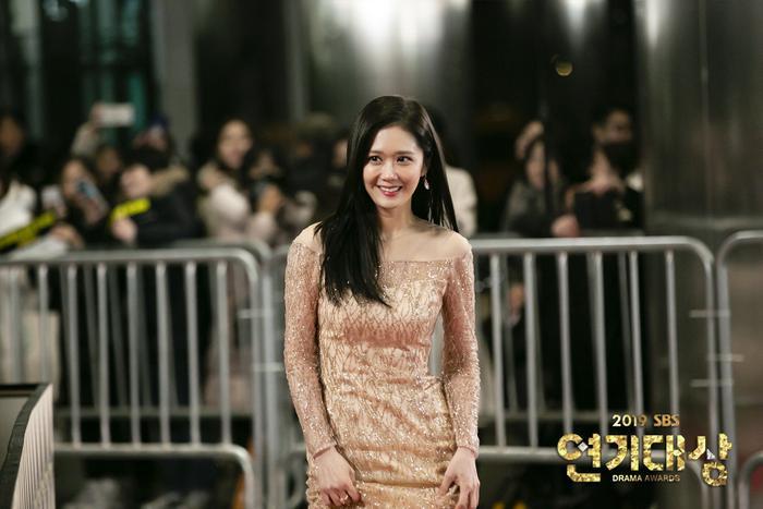 Jang Nara  Kim Nam Gil chạm mặt tại SBS Drama Awards 2019 sau tin đồn kết hôn: Đẹp đôi đến lạ! ảnh 6