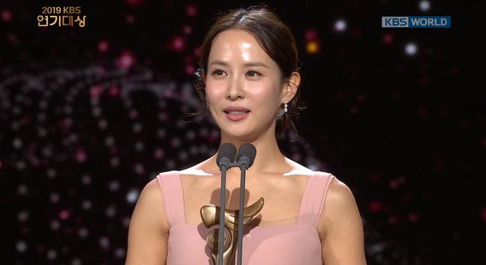 Kết quả KBS Drama Awards 2019: Gong Hyo Jin giành giải Deasang Kim So Hyun và Jang Dong Joon là cặp đôi được yêu thích nhất ảnh 7
