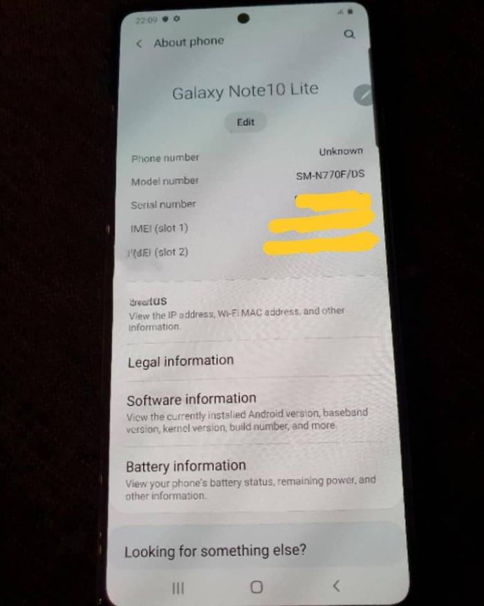 SamMobile không tiết lộ thêm bất cứ thông tin nào về cấu hình thiết bị. Tuy nhiên, một số nguồn tin rò rỉ trước đó tiết lộ rằng, Galaxy Note10 Lite sẽ được trang bị màn hình AMOLED kích thước 6.7 inch với độ phân giải Full-HD+. Về cấu hình, thiết bị sẽ được trang bị con chip Exynos 9810, đi kèm dung lượng RAM 6GB và bộ nhớ trong 128GB (có hỗ trợ khe cắm thẻ nhớ mở rộng microSD).(Ảnh:SamMobile)