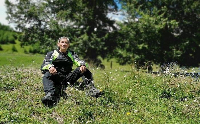 Ông Trần Lê Hùng – 66 tuổi, vừa trở về an toàn và khỏe mạnh saukhi vượt qua hơn 45.000km trong 6 tháng, xuyên qua 2 lục địa Á – Âu, qua 39 quốc gia vùng lãnh thổ. Ảnh: Facebook Lệ Hằng