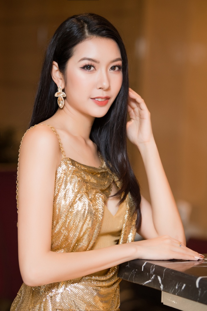 Á hậu Thúy Vân thay hai bộ váy quyến rũ, nhưng gặp sự cố bất ngờ đến te tua ảnh 5