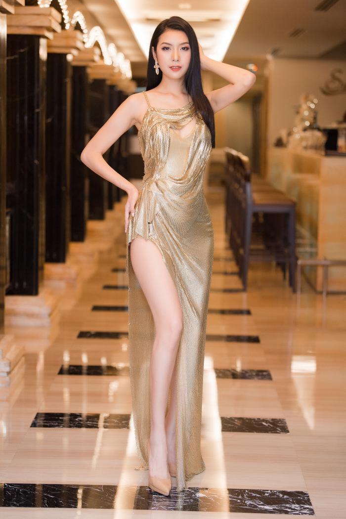 Á hậu Thúy Vân thay hai bộ váy quyến rũ, nhưng gặp sự cố bất ngờ đến te tua ảnh 7