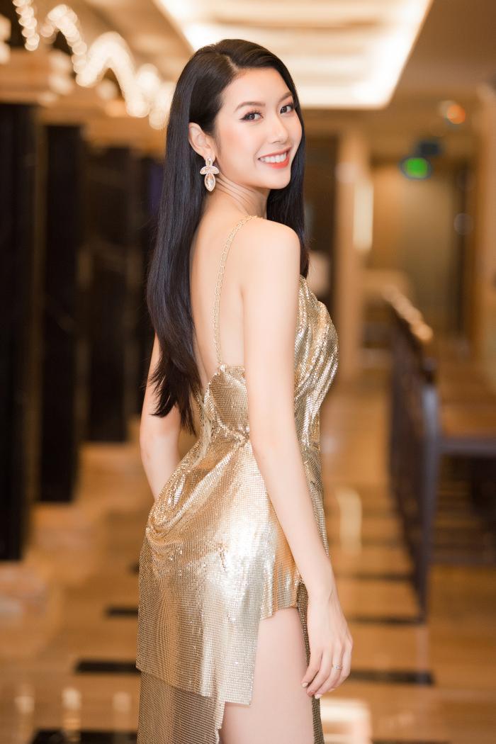 Á hậu Thúy Vân thay hai bộ váy quyến rũ, nhưng gặp sự cố bất ngờ đến te tua ảnh 4