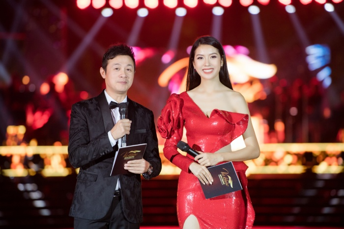 Á hậu Thúy Vân thay hai bộ váy quyến rũ, nhưng gặp sự cố bất ngờ đến te tua ảnh 9