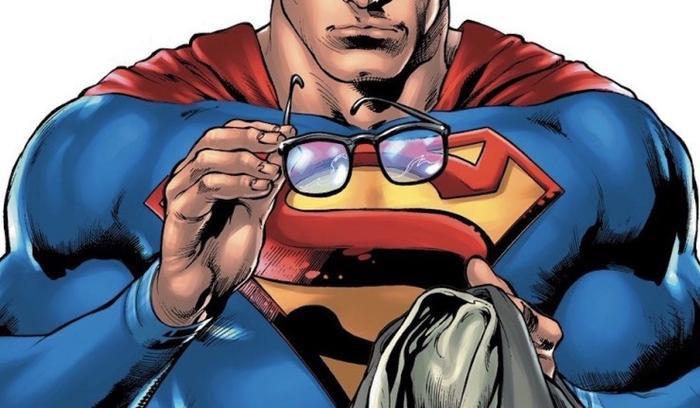 Clark Kent đã cởi bỏ chiếc áo khoác cùng cặp mắt kính để tiết lộ cho cả thế giới biết thân phận thật sự của mình