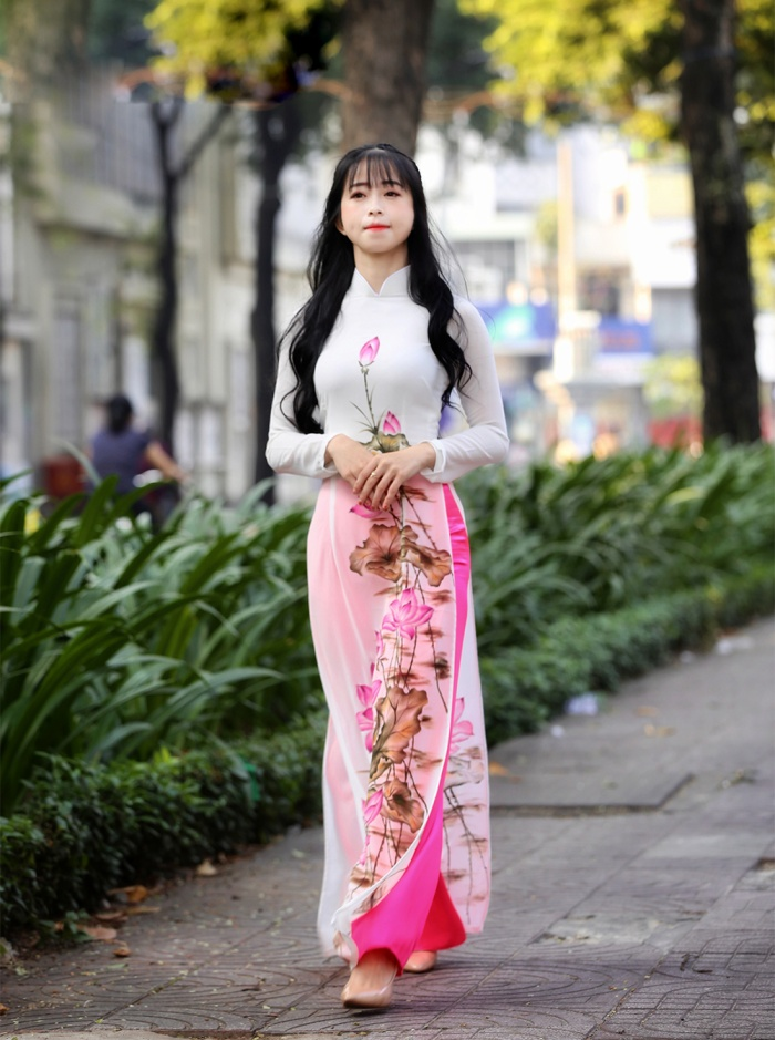 """Cũng vì là """"chị cả"""" nên Châu Tuyết Vân phải lo lắng, kèm cặp rất nhiều cho đàn em của mình. Giờ, ở tuổi 29, Châu Tuyết Vân đã bắt đầu tính chuyện không còn thi đấu đỉnh cao. Sau SEA Games, Vân muốn hoàn thành nốt việc học tại Trường ĐH Tôn Đức Thắng. Cô nàng cũng dự định liên thông lên cao học để thuận tiện cho việc xây dựng tương lai. Nhưng dù tương lai có là gì thì chắc chắn trong đó không thể thiếu Taekwondo. Cô đã đem lòng yêu nó và chỉ muốn gắn bó với bộ môn này, dù là ở thời điểm nào đi nữa. Hai năm nữa, khi SEA Games 31 được tổ chức ở Việt Nam, Châu Tuyết Vân muốn đó sẽ là điểm dừng chân cuối cùng trên sự nghiệp đỉnh cao của mình. Sẽ chẳng điều gì tuyệt vời hơn kết thúc sự nghiệp bằng tấm HCV trên chính quê hương của mình."""