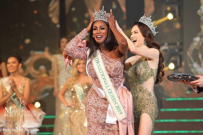 Hoa hậu Chuyển giới 2019 mải mê nhảy thoát y, lười hoạt động cộng đồng: Thua xa Hương Giang ảnh 1
