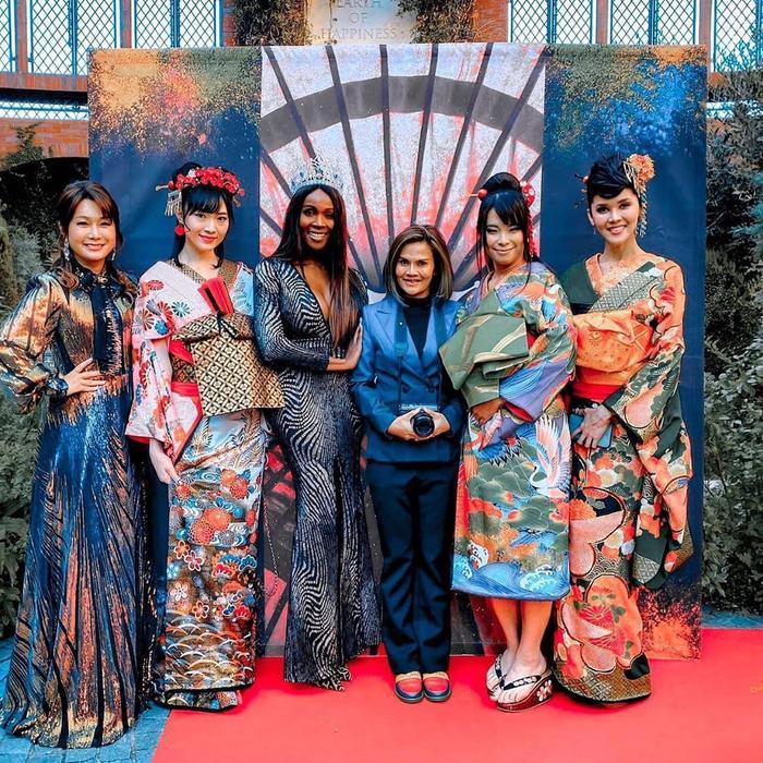 Bước vào World Tour trao vương miện cho tân hoa hậu chuyển giới Nhật Bản.