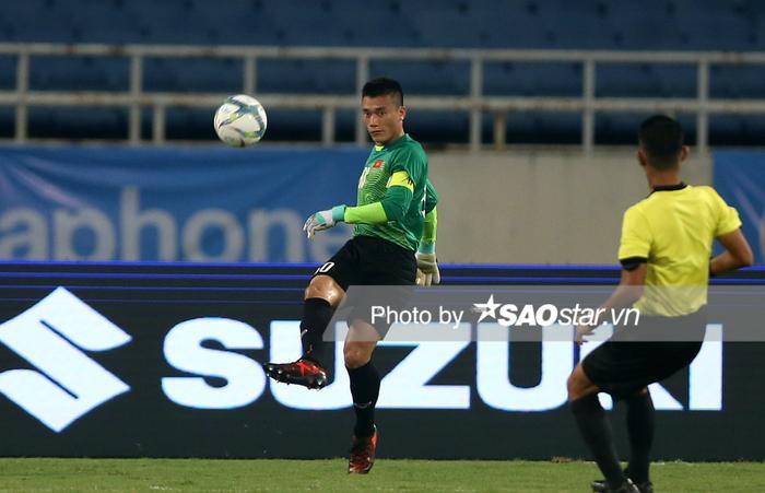 Thủ môn Bùi Tiến Dũng lại mắc sai lầm trong trận đấu thứ 2 của CLB TP.HCM tại AFC Cup 2020.