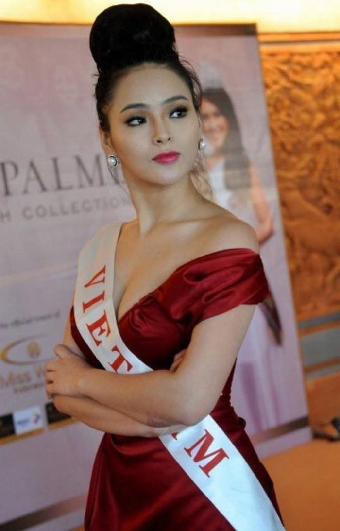 Trải qua nhiều cuộc thi nhan sắc như Hoa khôi Thể thao, Hoa hậu Siêu quốc gia, cuối cùng Lại Hương Thảo mới có cơ hội thể hiện mình tại Miss World 2013.