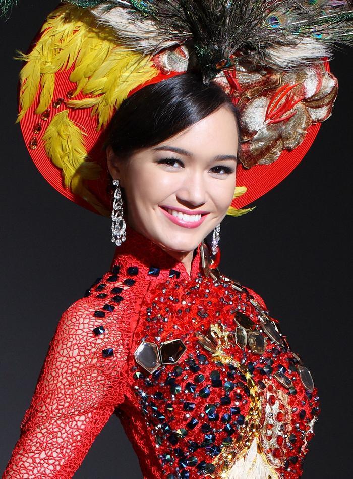 Victoria Phạm Thúy Vy là á hậu 2 cuộc thi Hoa hậu Thế giới Người Việt 2010. Với lệ thế ngoại ngữ cùng hình thể đẹp, cô nàng được lựa chọn dự thi Miss World 2011.