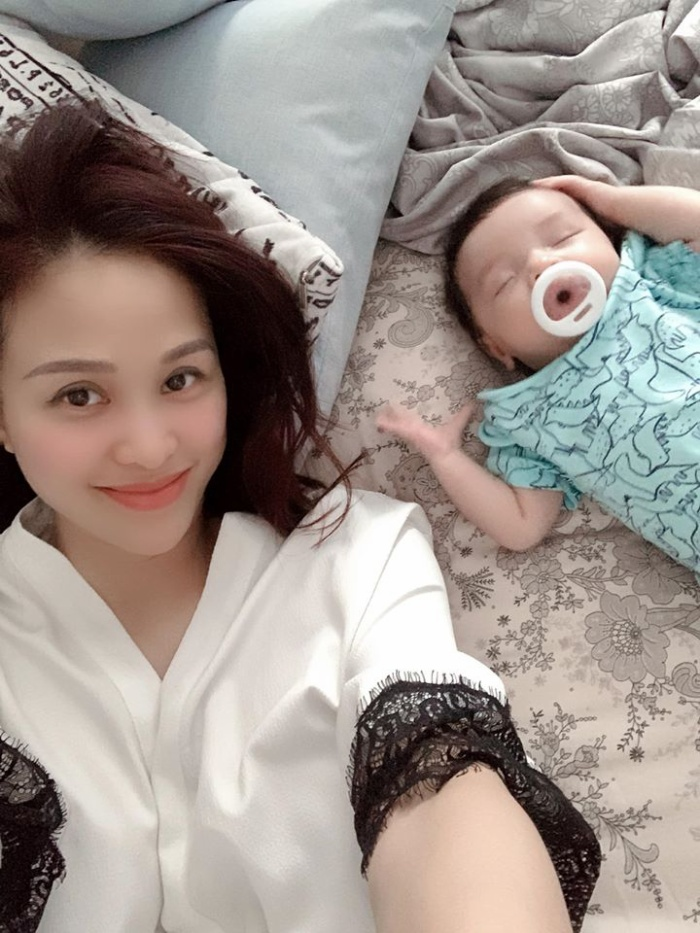 Siêu mẫu Phương Mai chia sẻ về cuộc sống 'bỉm sữa' sau 6 tuần sinh con