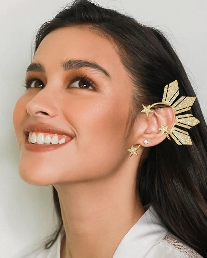 Hình ảnh nữ diễn viên đình đámLiza Soberano cùng đôi khuyên tai thần thánh.